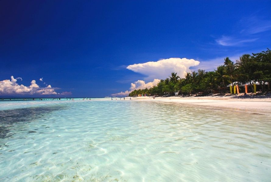Beaches are a great place to visit in the Philippines with kids